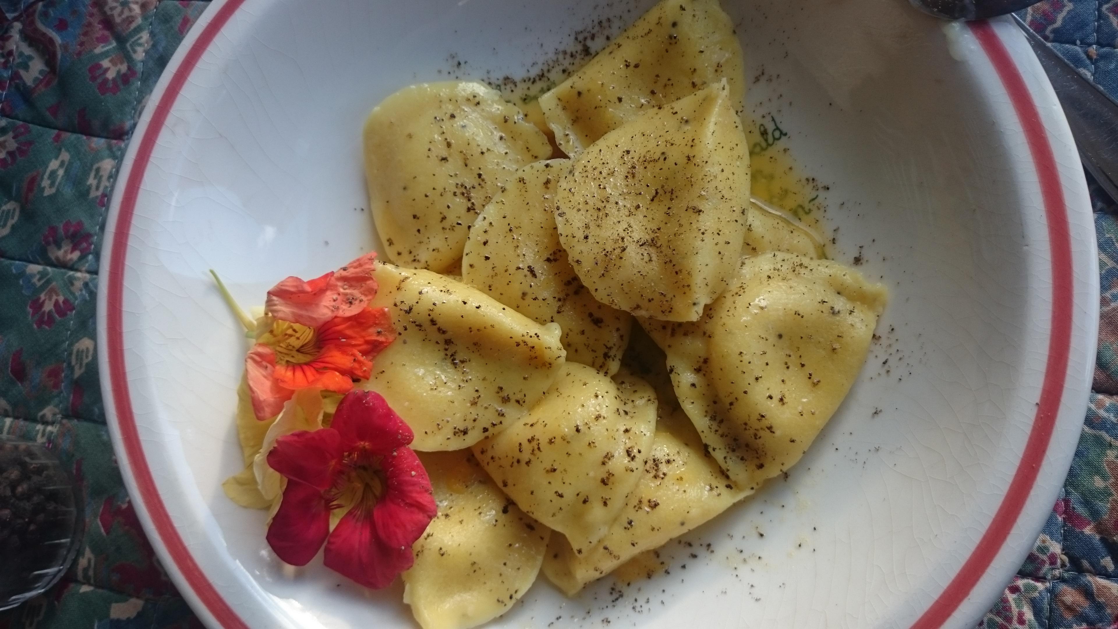 Tortellini mit Orangen-Butter-Sauce